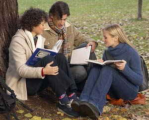 An expert in creativity and everyday conversation has identified two key patterns that help make studying in groups an effective way to learn.