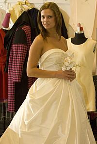 Wedding gown by Yehua Yang