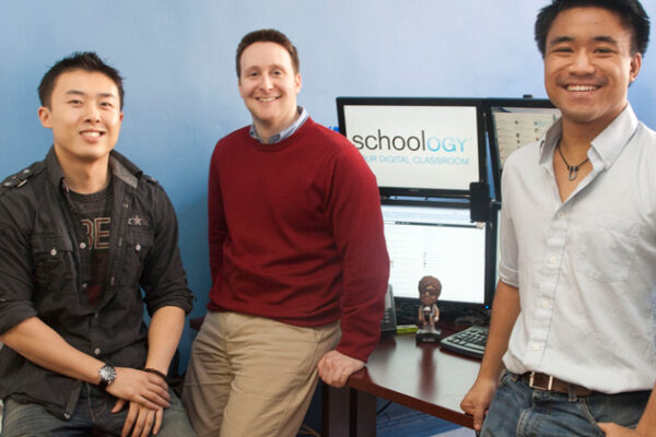 Schoology.com Combines Learning, Social Networking