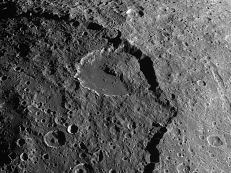 Landslide on Iapetus