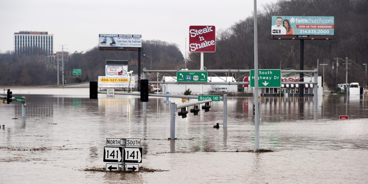 Flooding closes interstates near Valley Park MO