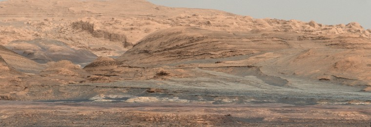 Sedimentary layers on the flanks of Mount Sharp in the cetner of Gale Crater
