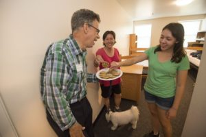 8.25.16-- Move In Day 2016 on the South 40 of the Danforth Campus of WUSTL. Prof. Jeffery Matthews welcoming students and their families with cookies in Danforth. Matthews shares cookies with Freshman Maddy Goedegebuure (right) and mom Julia Wang. Photos by Joe Angeles/WUSTL Photos