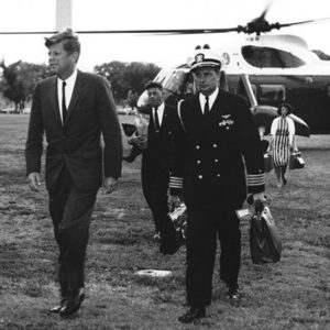 President John F. Kennedy Returns to the White House in 1962. (Photo: Abbie Rowe/White House Photographs. John F. Kennedy Presidential Library and Museum, Boston.)