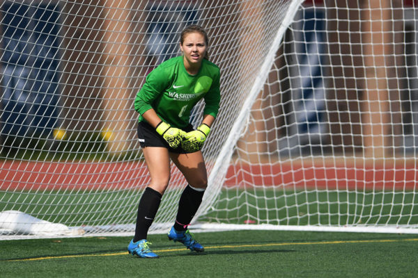 Lizzy Crist in goal