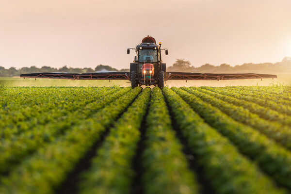 Investigative journalist casts critical eye on industry influence, pesticide science
