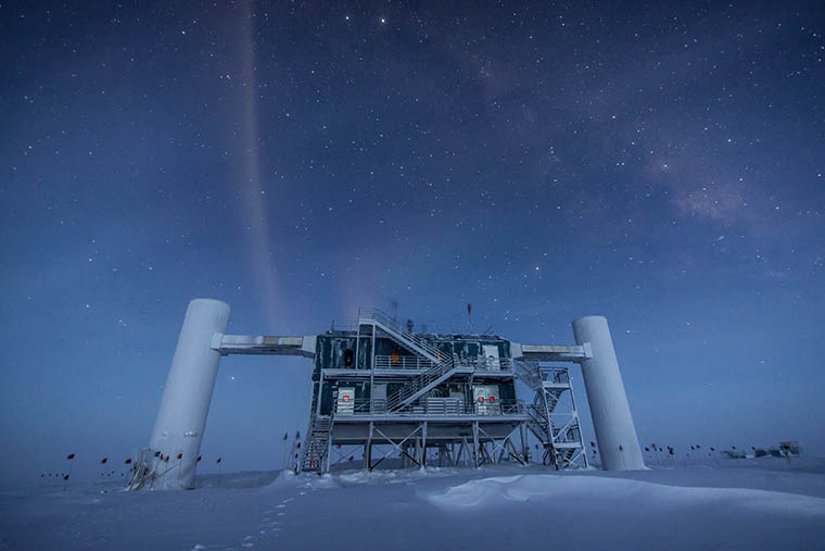 The IceCube Lab under the stars