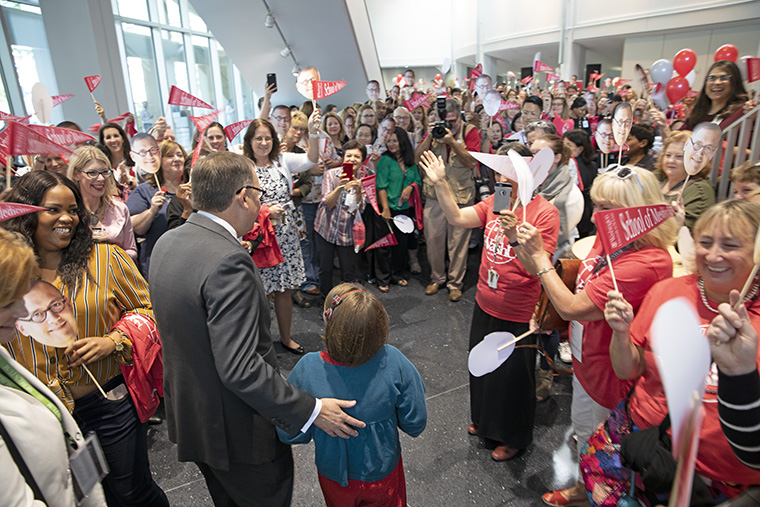 The School of Medicine gave Chancellor Martin and Olive a rock-star welcome prior to Martin's sit-down Q&A with Dean David H. Perlmutter, MD. (Photo: Matt Miller)