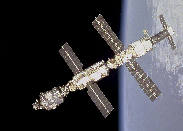 Physicist Kelton awarded grant for space station study